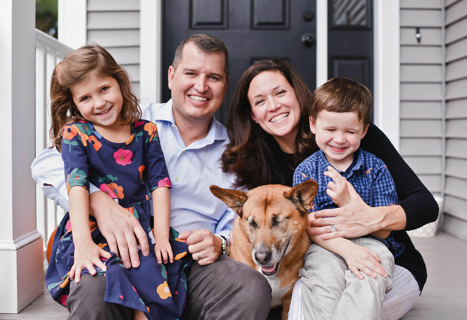 Modern family portrait on front porch - Vanessa Guzzo Photography
